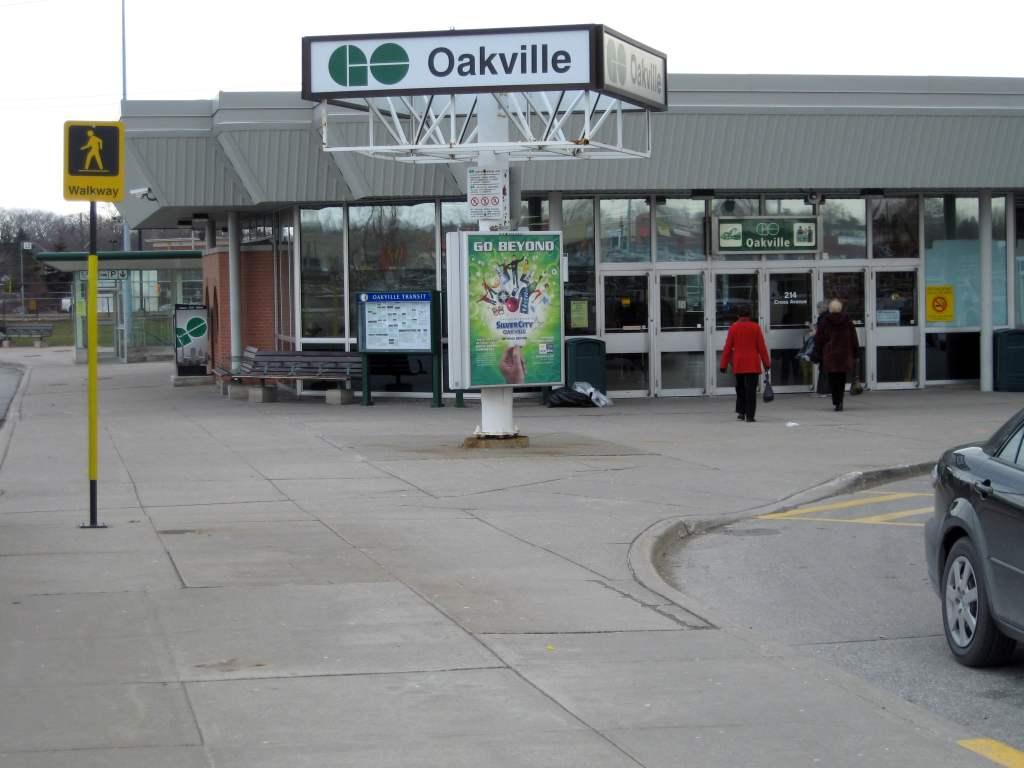 Oakville GO station-min