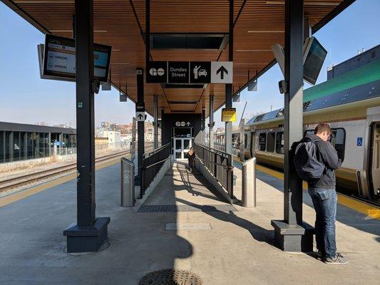 Bloor GO train station-min