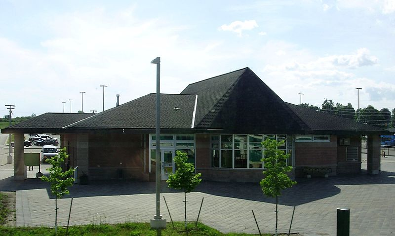 East Gwillimbury GO station-min