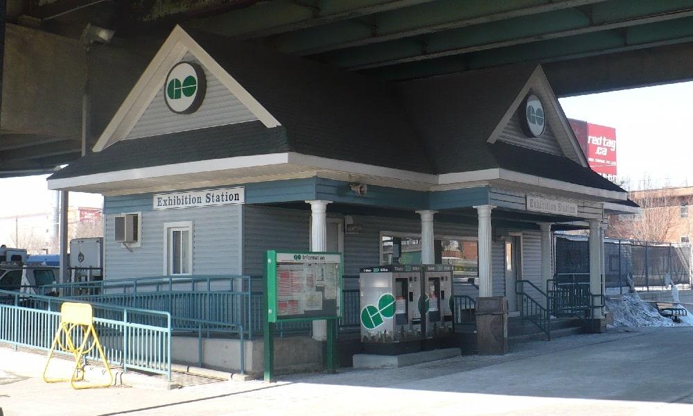 Exhibition GO train station-min